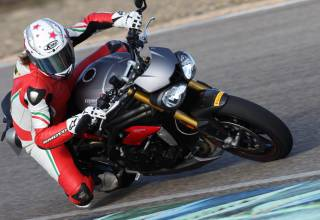 2016 Triumph Speed Triple 1